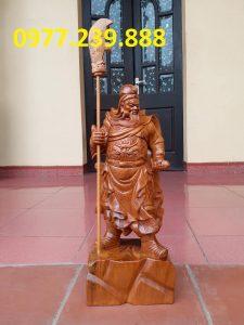 Tượng Quan Vân Trường bách xanh