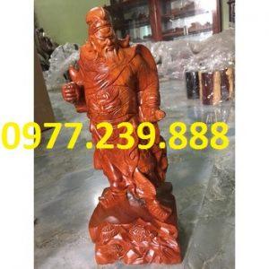 tượng quan công bằng gỗ hương đá