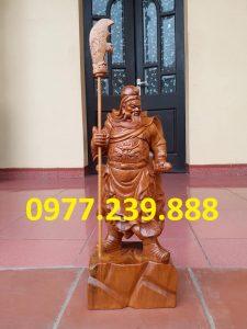 tượng quan công chống đao gỗ bách xanh 30cm