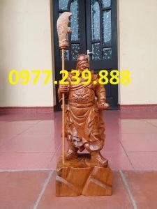 tượng quan công chống đao gỗ bách xanh 40cm