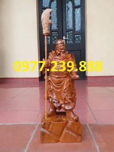 tượng quan công chống đao gỗ bách xanh 50cm