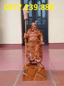 tượng quan công chống đao gỗ bách xanh cao 50cm