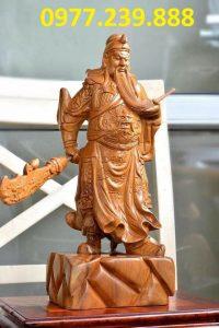 tượng quan công phong thủy bằng gỗ bách xanh