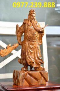 tượng quan công phong thủy gỗ bách xanh xách đao