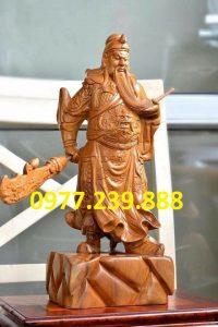 tượng quan công xách đao gỗ bách xanh