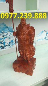tuong phong thuy quan cong bang go huong 70cm