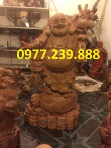 bán di lặc gánh cành đào hương cao 30cm