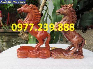 bán tượng ngựa gỗ hương đá
