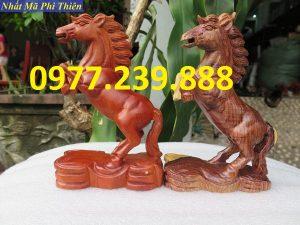 bán tượng ngựa gỗ hương lào