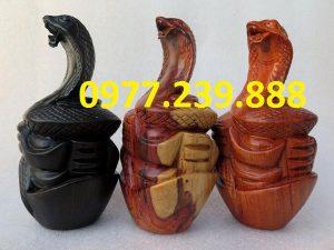 bán tượng rắn bằng gỗ hương