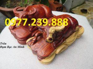 bán tượng trâu bằng gỗ hương dài 20cm