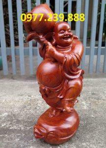 tượng di lạc vác đào bằng gỗ hương đá