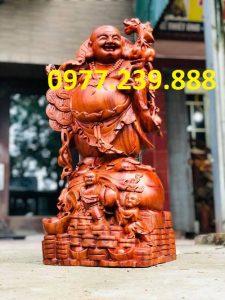 tượng di lặc gánh tiền bằng gỗ hương 30cm