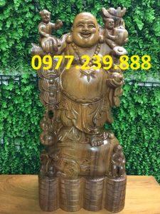 tượng di lặc gánh tiền gỗ bách xanh 30cm