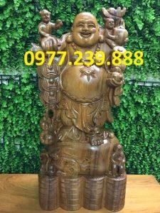 tượng di lặc gánh tiền gỗ bách xanh 50cm
