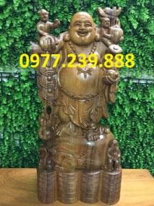 tượng di lặc gánh tiền gỗ bách xanh 70cm
