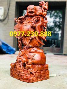 tượng di lặc vách cành đào bằng gỗ hương 40cm