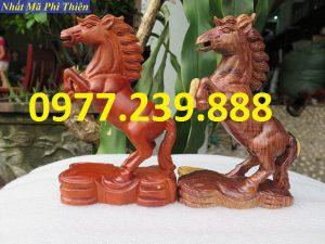 tượng ngựa gỗ hương đá