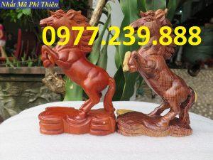 tượng ngựa gỗ hương đỏ