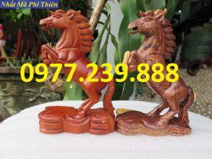 tượng ngựa gỗ hương lào