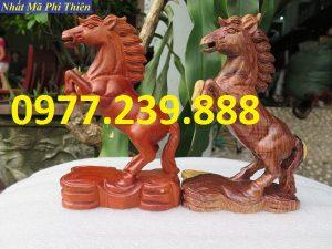 tượng ngựa gỗ hương nam phi