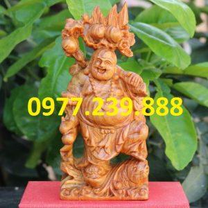 tượng phật di lặc gánh đào bằng gỗ huyết long 40cm
