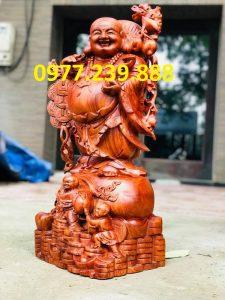 tượng phật di lặc gánh tiền bằng gỗ hương đá