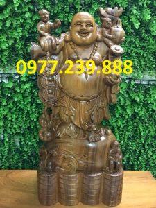 tượng phật di lặc gánh tiền gỗ bách xanh 70cm