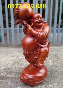 tượng phật di lặc vác đào bằng gỗ hương đỏ