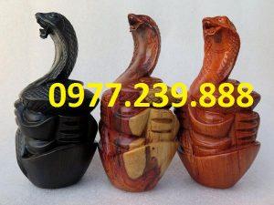 tượng rắn bằng gỗ