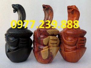 tượng rắn bằng gỗ hương đá