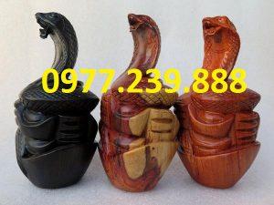 tượng rắn bằng gỗ hương đỏ