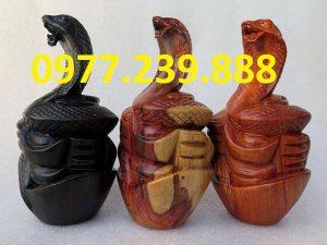 tượng rắn bằng hương đá
