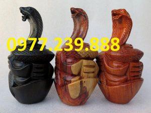 tượng rắn bằng hương đỏ