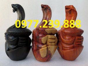 tượng rắn gỗ hương đá
