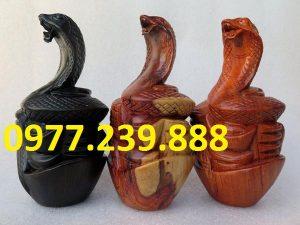 tượng rắn gỗ hương 20cm