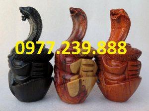 tượng rắn gỗ hương