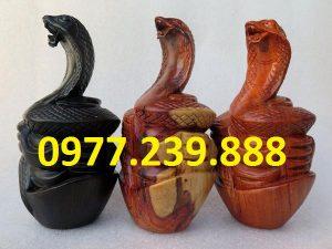 tượng rắn gỗ hương giá gốc
