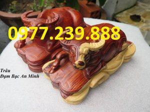 tượng trâu bằng gỗ hương đỏ