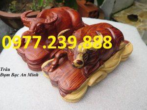 tượng trâu bằng gỗ hương 30cm