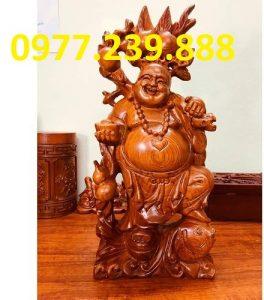 tuong di lac ganh dao cuoi ca chep bang go huong 40cm