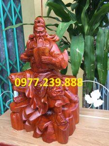 tượng quan công gỗ ngồi đọc sách