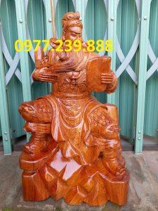 tượng quan công ngồi đọc sách bằng gỗ hương