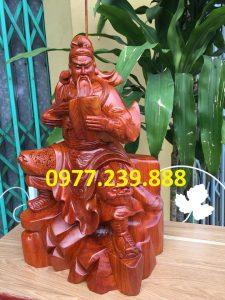 tượng quan công ngồi đọc sách bằng gỗ hương 60cm
