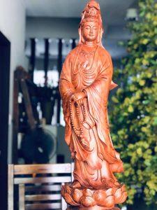 quan âm đứng đài sen gỗ hương 70cm